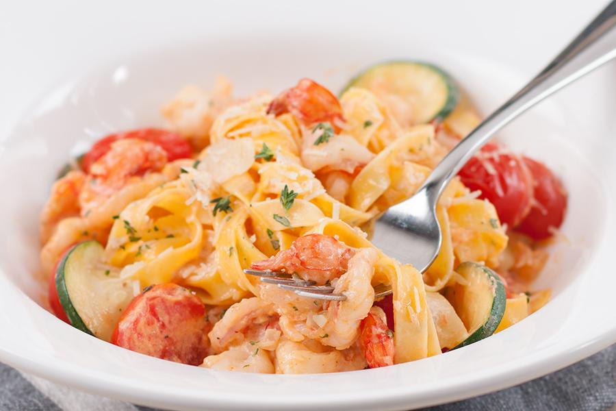 Креветки в сливочно-томатном соусе
